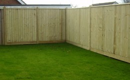 close-board-fence-around-lawn