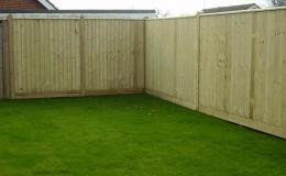 close-board-fence-around-lawn